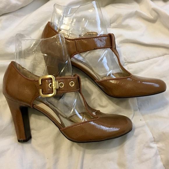 af1570a46335 New Naturalizer Heels size 8.5